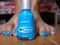so many thousands of feet off the ground. (Amanda B. Soares) Tags: azul nails esmalte biguniverso