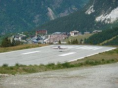 F-GLDM landing on Altiport de Courchevel (LFLJ CVF) (karstenf) Tags: en mountain alps montagne french flying vol rhnealpes gebirgsfliegen