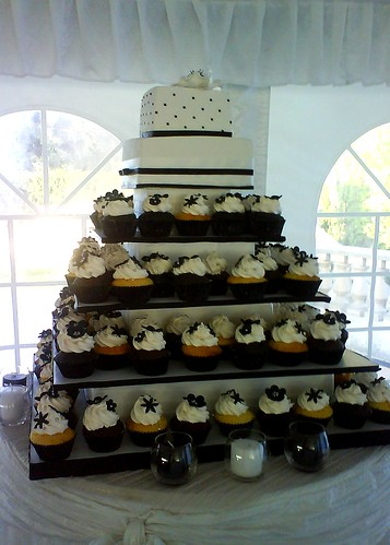 Black and white wedding cakes por Sugar by Winz.