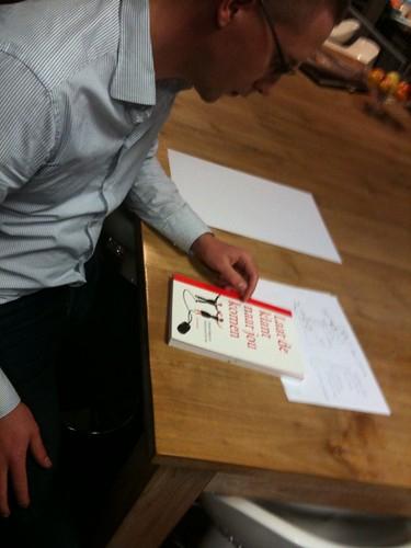 Michel Tel met boek bij BureauDRP