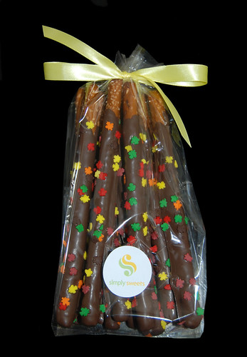 Thanksgiving Chocolate Dipped Pretzels