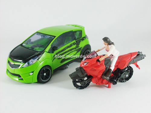 Transformers Skids RotF Human Alliance with Arcee and Mikaela - modo alterno