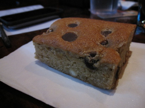 blondie with chocolate chips
