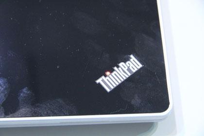 ThinkPad Edge 13 ブラックモデルのロゴ
