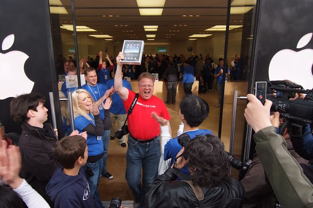 The first iPad man at Apple Store Palo Alto