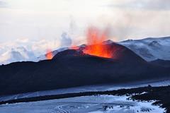 [フリー画像] [自然風景] [山の風景] [火山の風景] [噴火/噴煙] [マグマ] [アイスランド風景]     [フリー素材]