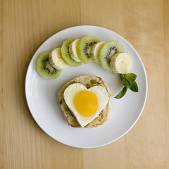 10.04.20 breakfast (dear_new_girl) Tags: morning food love breakfast yummy heart egg banana kiwi englishmuffin heartshape djeuner