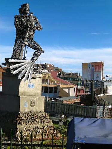 Statue coming into La Paz