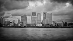 The London city / La city de Londres (Luis DLF) Tags: city london londres blackandwhite sky clouds river thames tamesis building