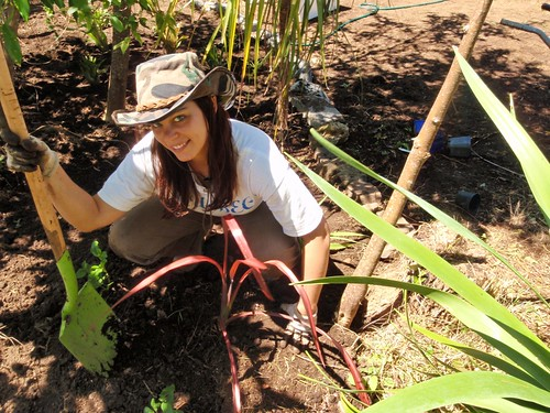 Nathalie s'occupe d'un jardin en Nouvelle-Zélande