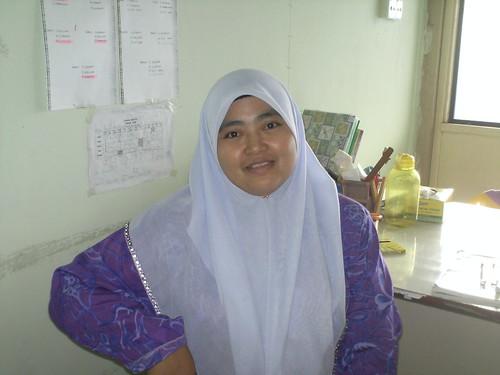 Cikgu tengah ni Ustazah Asnah