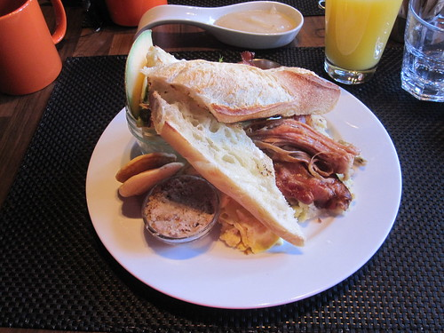 """La totale"" breakfast at La Cantine"