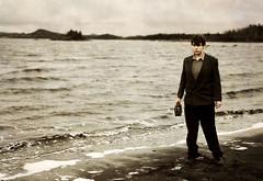 [フリー画像] 人物, 男性, 人と風景, ビーチ・砂浜, 海, カナダ人, 201004280500