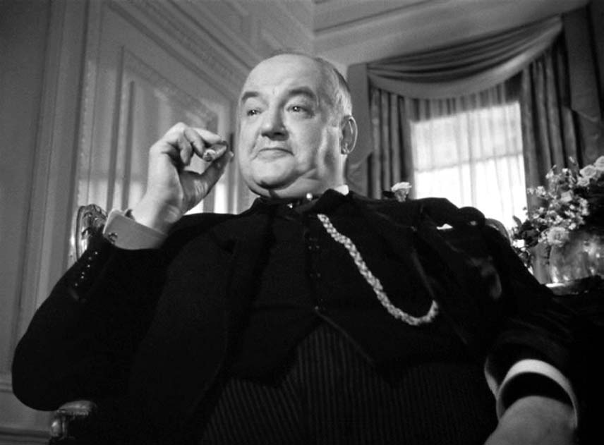 Sydney Greenstreet as Kaspar Gutman