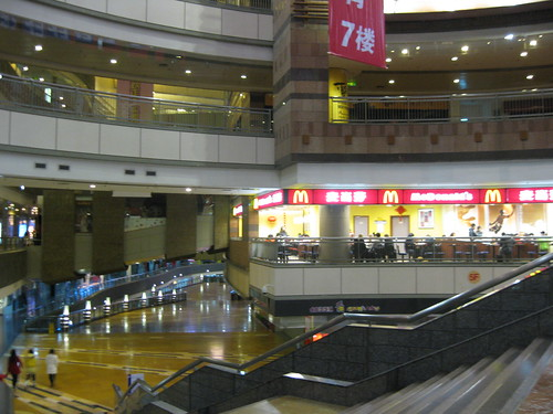 This shopping mall was empty before 8pm!