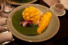 IMG_8375 (Marc Aurel) Tags: food dinner thailand hotel essen rice bangkok hilton reis millenium millennium mango thailandia abendessen milleniumhilton 5dmarkii eos5dmarkii mangoreis stickyricewithripemango kokosreis