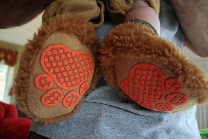 Liony feet!