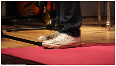 Shoes | Schoenen (Dit is Suzanne) Tags: netherlands concert nederland acoustic groningen f56 iso1600 groningermuseum  views100 akoestisch aballadeer 113sec img0458  ditissuzanne canoneos40d   marinusdegoederen 13112009 canonef35135mm14056 lastfm:event=1297398
