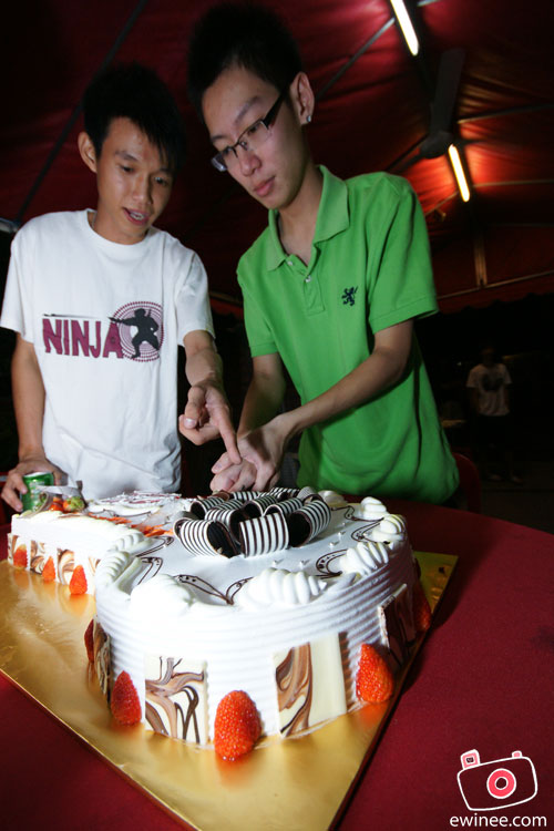 ChunFei-cutting-cake