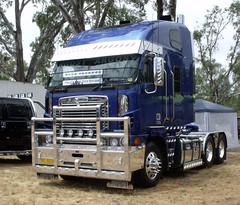 Castlemaine truck show 137 (jacqui52) Tags: truck australia coe argosy freightliner cabover