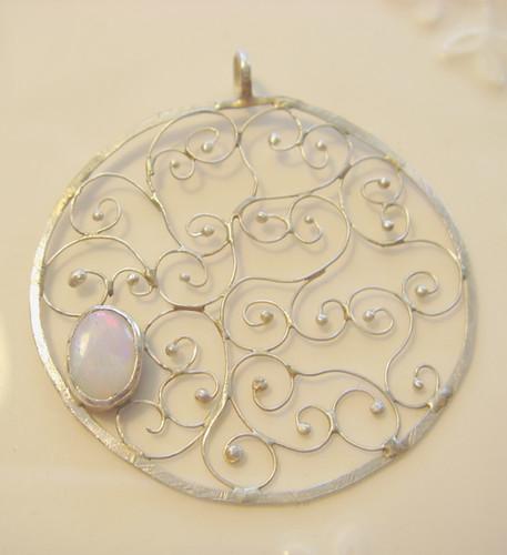 laus's mum's pendant