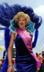 db04-47 (maizucker) Tags: red germany lesbian deutschland foto cologne kln parade transgender 09 fotos tranny transvestite transvestites gaypride trans queer transgendered crossdresser 2009 koeln umzug bilder csd reddress vom 08 trangender binder transe gayparade redheels schwul trannies klle lesbisch transvestit daggi transen transvestiten csd2009 maizucker csdklnde