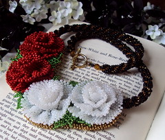 Snow-White and Rose-Red Handwoven Glass Bead Necklace (fivefootfury) Tags: bear roses necklace jewelry story beaded fairytales beadwork grimmsfairytales redandwhiterose fivefootfury