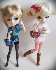 Hoshi & Cali [Pullip Blanche & Aquel] (Ti Amo) Tags: pink dog white dogs colors cali dark happy sad cousins purse pullip handbags lovely blanche doggies purses pullips annoying hoshi aquel sbh pullipdoll pullipdolls rewigged rechipped pullipblanche pullipaquel obitsued