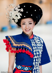 Chinese folk singer, backstage (Jrme Pierson) Tags: china portrait woman girl beauty smile asian mujer artist folk sony snapshot chinese beijing culture cctv singer   tradition backstage ethnic guapa cina chine reportage chinoise artiste  chanteuse   a900 traditionnal