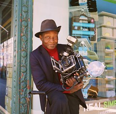 Louis Mendes - New York Street Photographer (deepstoat) Tags: street nyc newyork colour 120 film hat mediumformat icon roll ansco 220 yashicamat124g kodakportra louismendes