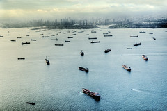 Singapore Sky Line from the Air (WorldPixels) Tags: travel sea sky panorama haven window skyline harbor nikon singapore asia meer harbour air ships aerial mooi klm hafen luchtfoto azie schepen luftfoto shiffen