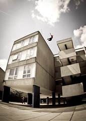 JJ Thamesmead Roof Gap (Ez Styla) Tags: freerunning uf parkour urbanfreeflow