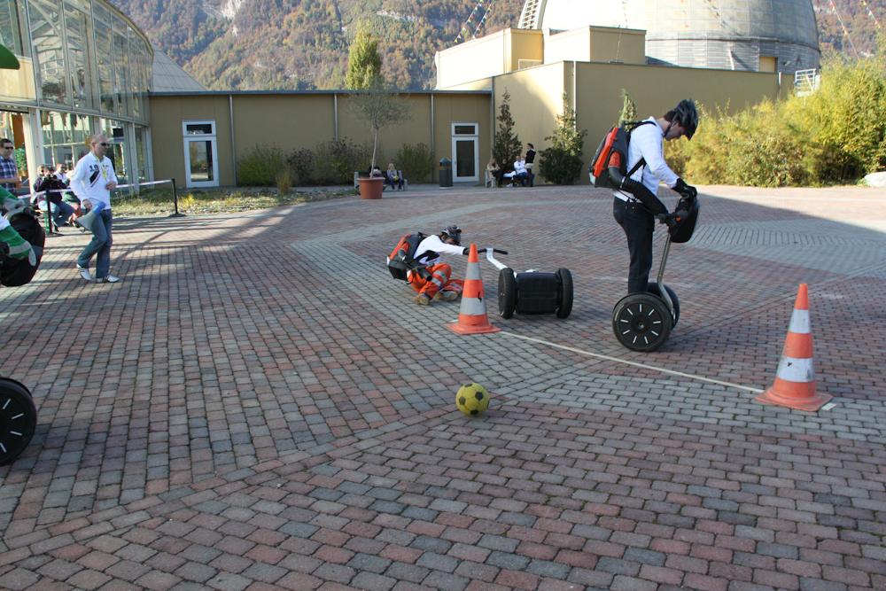 Schweizer Segway Laubbläser Polo Turnier