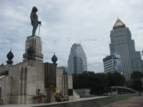 Some monument at the SE corner of Lumphini Park
