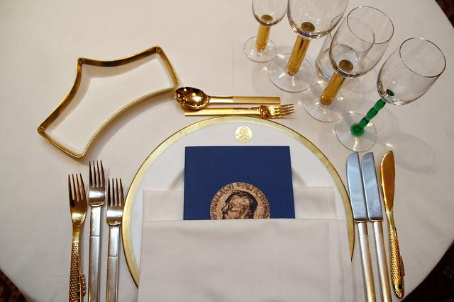 Det offisielle Nobel-servicet på Grand Hotel. Nobelbanketten er en tradisjonsrik del av Fredsprisutdelingen.