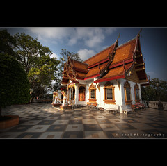 Wat Phra That ([ Michel ]) Tags: canon thailand temple eos sigma wideangle chiangmai 1020mm wat doisuthep 1020 hdr sigma1020mm sigma1020 watphrathat canoneos450d