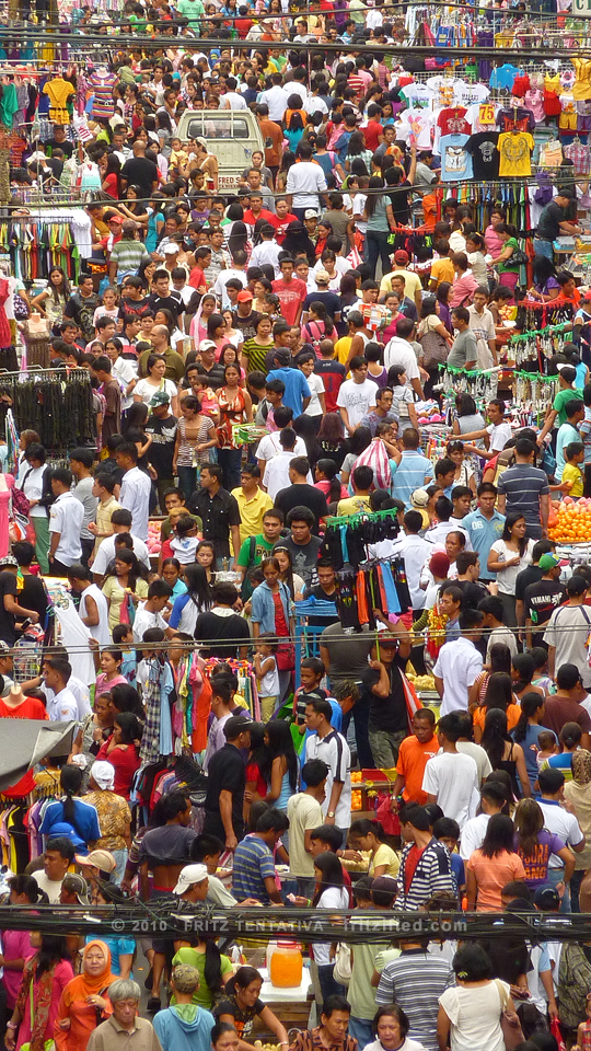 Quiapo crowd picture zoomed in