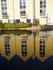 Galway, house reflection in the canal (Sokleine) Tags: ireland reflection galway architecture reflexions reflets irlande