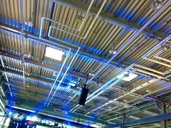 Montagehalle (RayKippig) Tags: fabrik mobil montage halle blaueslicht pankow leitungen rohre stadler