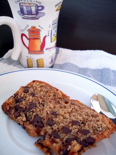 cake della colazione con nocciole e cioccolato