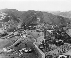 1920-Famous Homes in Hollywood (ozfan22) Tags: california houses hills hollywood sanysidro residence find 1920 charliechaplin douglasfairbanks busterkeaton harryrobinson coldwatercanyon summitdrive victorflemming coveway smspaulding teavineca