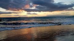 Sunset at Kama'ole beach (kev10212) Tags: beach sand scenery scenic sky sea ocean shore sunset pacific landscapes vistas dusk clouds maui