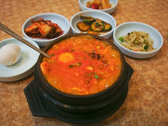 Koreatown, Los Angeles (josewolff) Tags: food hot restaurant la pig losangeles beef comida restaurante shrimp clam pork pot korean spicy oyster coreano combination koreatown caliente boiling banchan chilipepper gamba cerdo ktown sundubu rawegg soontofu suntofu jigae hirviendo muycaliente southkorean sundubujjigae jjigae sokongdong cookpot calientisimo koreanstew broiledtofuwithcombination huevocrudo