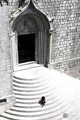 Unschuld (landplage) Tags: church stairs cathedral innocent kirche croatia kind innocence dubrovnik mdchen stufen hrvatska treppen dalmatia kroatien unschuld