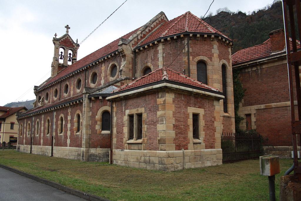 Iglesia del Poblado Minero de Bustiello