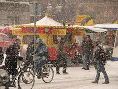 IMG_1765 (zaqina) Tags: snow sneeuw groningen markt churros grote mensen