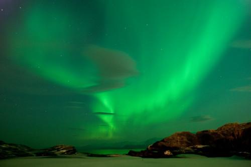 フリー画像| 自然風景| 空の風景| オーロラ| 夜空の風景| 緑色/グリーン| ノルウェー風景|     フリー素材|