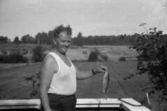 Fiskelykke (fotomormor) Tags: pappa fisk ringerike hasselbakken