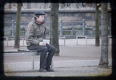 Invierno en Berln (dayangchi) Tags: parque caf banco uno sentado alemania invierno gorra frio berln ttv ltytr1 dayangchi