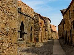 Calle de piedra (Luicabe) Tags: street castle portugal calle interior castelo luis chateau rodrigo rue castillo norte guarda cabello beira